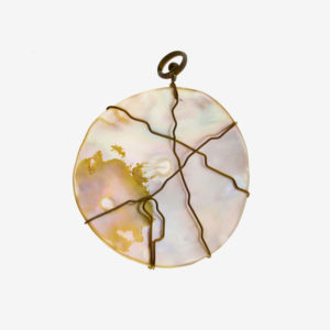 mizar - round mother of pearl pendant pic2