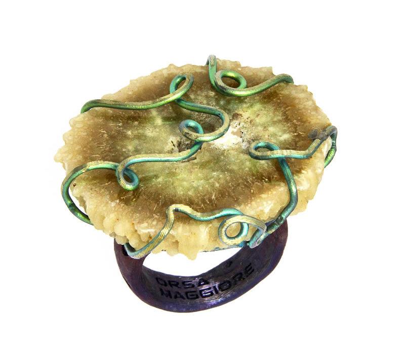 agate ring golden green-blue satin
